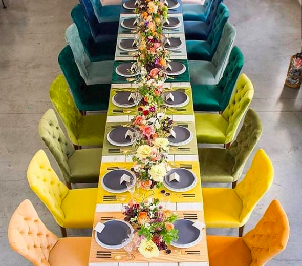 Mismatched Seating wedding trend